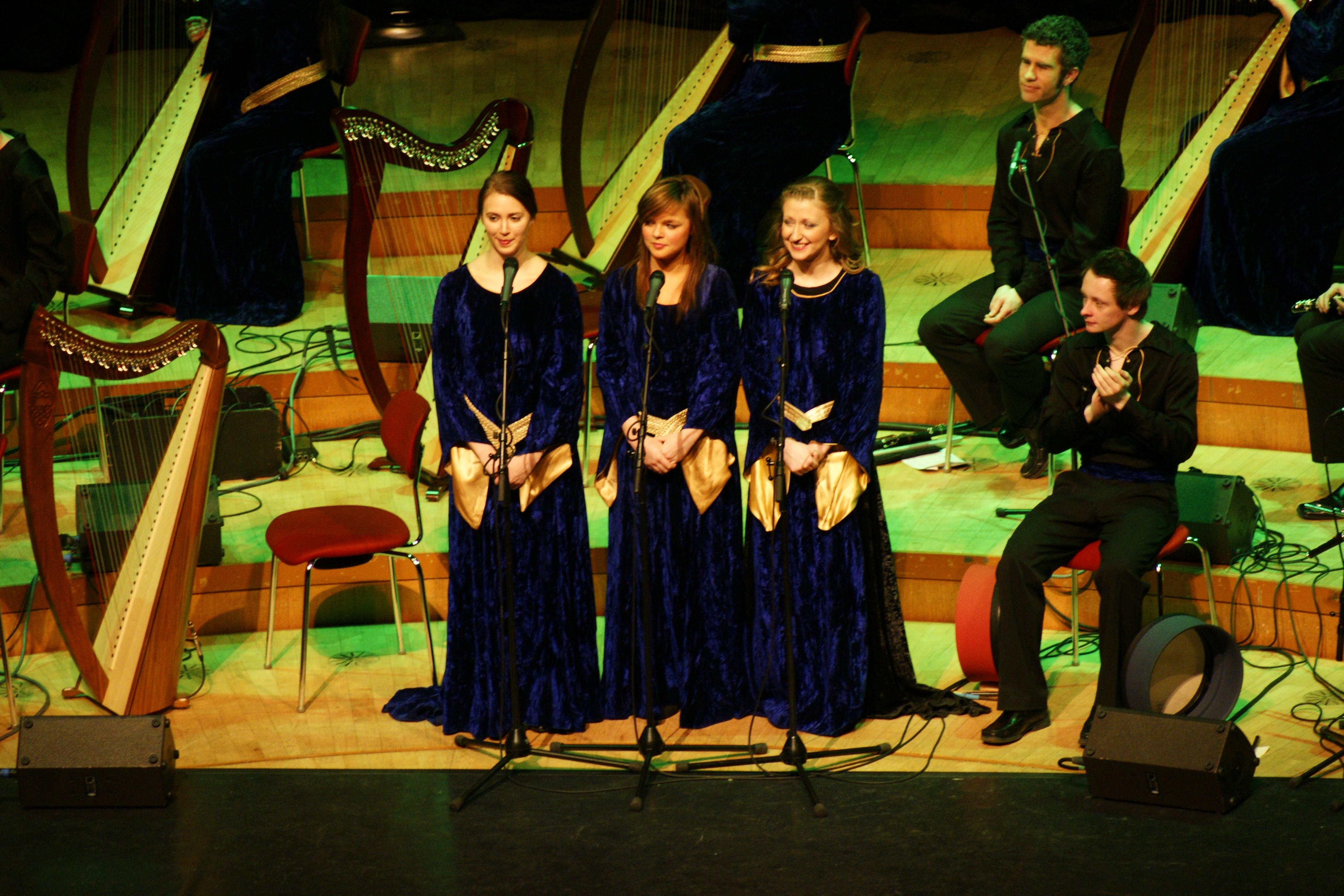 a-iho-09-singers-trio